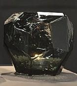 Geschliffenes Glas Schwarz