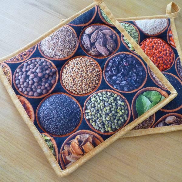 """Kentyon- Design-Topflappenpaar """"Spices"""", ca. 25 x 25 cm, mit Aufhängern"""