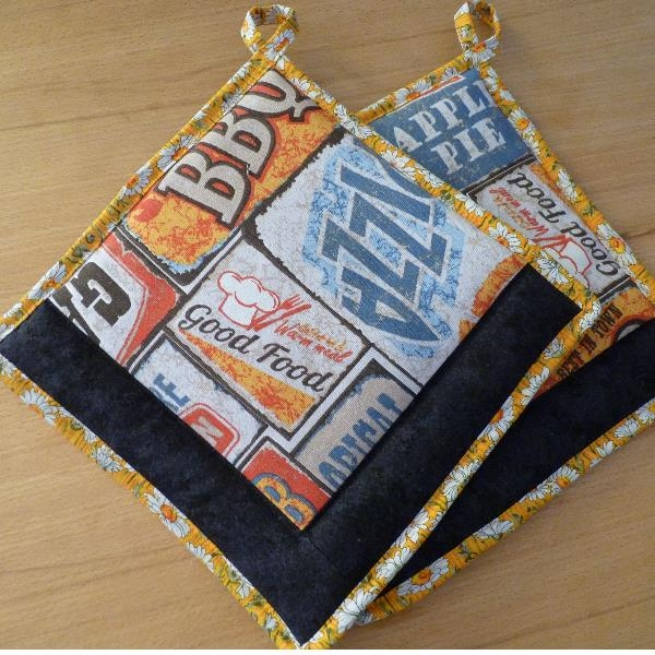 "Kentyon- Design-Topflappenpaar ""Good Food"", ca. 25 x 25 cm, mit Aufhängern"