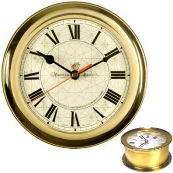 Horloge de capitaine, boîtier en laiton massif, cadran à chiffres romains, mouvement quartz, dim. d 18 x p 8 cm