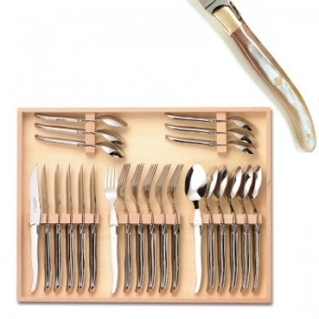 Coffret ménagère Laguiole 24 pièces, 6 couteaux, 6 fourchettes, 6 cuillères, L 23 cm, 6 cuillères à café L 16 cm, mitres laiton poli, Corne claire