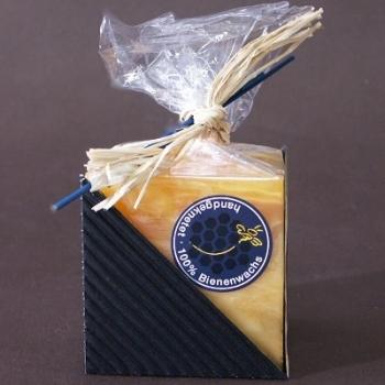 Bougie carrée, couleur ambre, marbrée, dimensions: L 6 x l 6 x h 6 cm