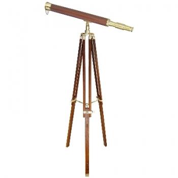Télescope avec trépied, laiton et bois, gross. 10-fois, L 100 cm, trépied en bois / laiton, h 160 cm xl 95 cm