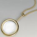 Schmuck-Lupe mit Kette, vergoldet, Mineralglaslinse, Vergr. 3,5-fach, Maße: Ø 40 mm, Länge Kette ca. 68 cm