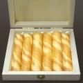 Bienenwachs Stumpenkerzen in Box, bernsteinfarbig marmoriert, 6 Stück pro Box, Maße: H 10 x Ø 2,5 cm