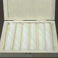 Bienenwachs Stumpenkerzen in Box, elfenbeinfarbig marmoriert, 6 Stück pro Box, Maße: H 10 x Ø 2,5 cm